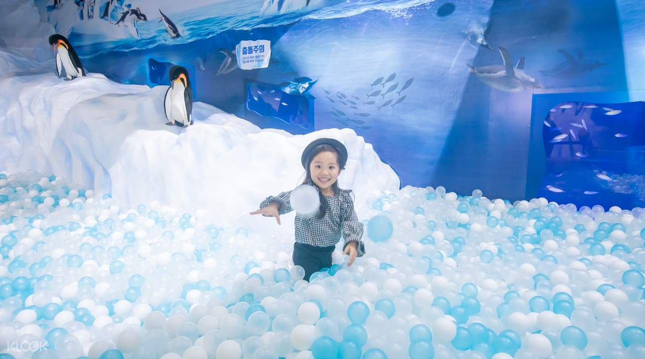SEA LIFE Busan Aquarium ball pool